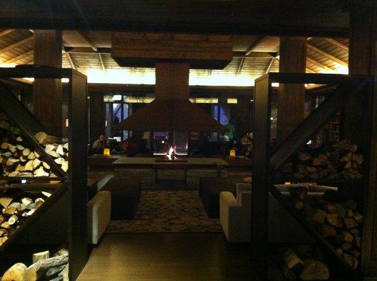 Hotel Val de Neu GL : L'ambiance très cosy du salon