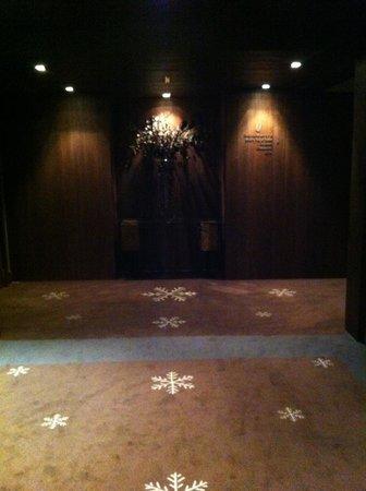 Hotel Val de Neu GL : Le couloir desservant les chambres