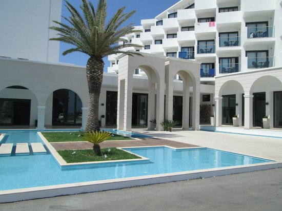 Mitsis Faliraki Beach Hotel & Spa: View of the front of the hotel