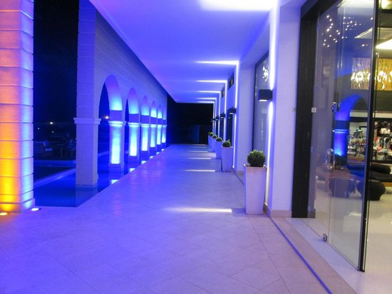 Mitsis Faliraki Beach Hotel & Spa: Lights of a night