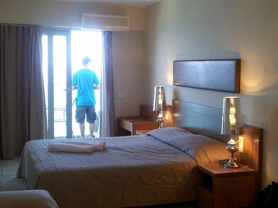 Golden Beach Hotel: Bedroom