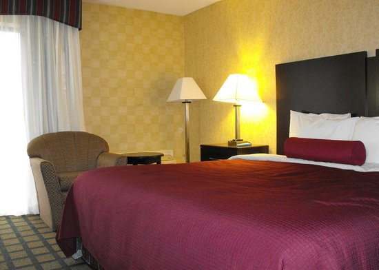 BEST WESTERN PLUS Keene Hotel : Room 140 - accessible bedroom