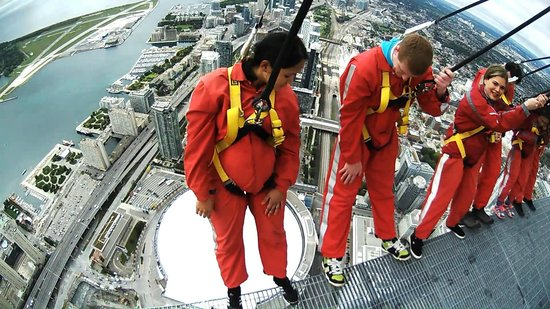 Edge Walk at the CN Tower : Hanging over the Edge