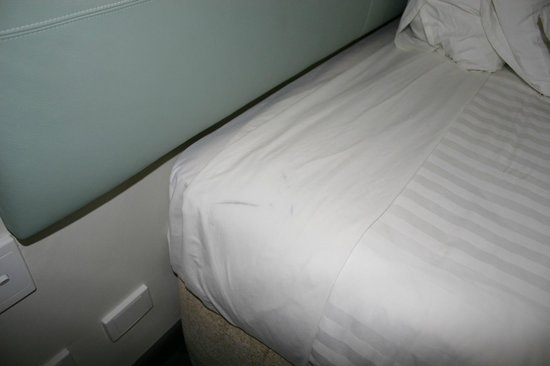 Rydges Gladstone Hotel: Filthy Linen