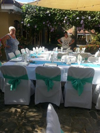 Las Brisas Resort and Villas: Wedding table setting on patio