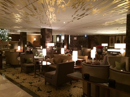 The Ritz-Carlton, Vienna: breakfast and lounge hall