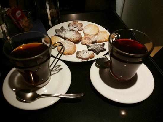 Basquiat Cafè: Infusi e biscotti