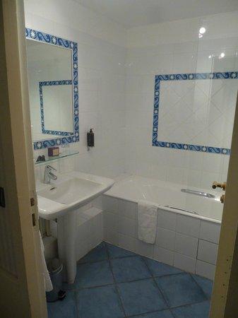 Hotel d'Orsay - Paris: Classic Room 14-Bathroom