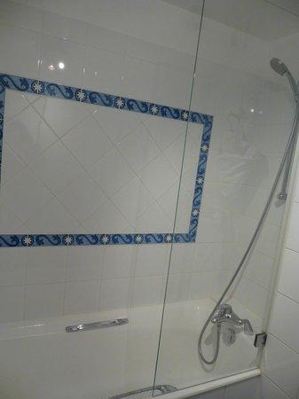Hotel d'Orsay - Paris: Classic room14- shower