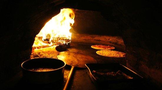 Napoli Ristorante Pizzeria: kiln baking pizza and carne