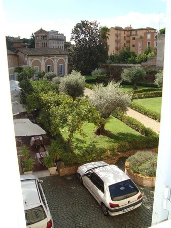 Kolbe Hotel Rome: . . . but there's a really great garden in back!