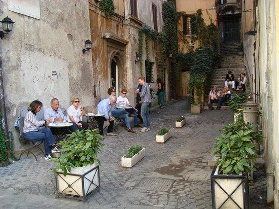 Loungers enjoying Gelateria del Teatro ai Coronari's gelato