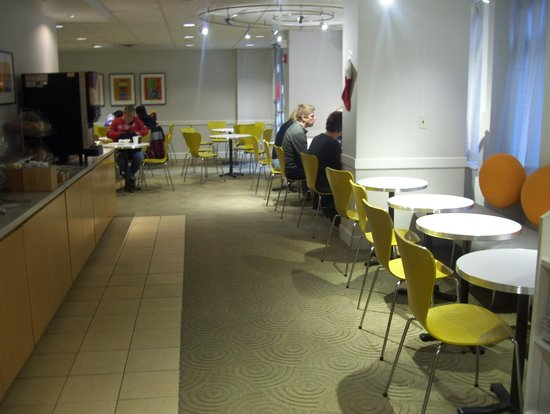 Fairfield Inn & Suites Chicago Downtown/Magnificent Mile : breakfast room