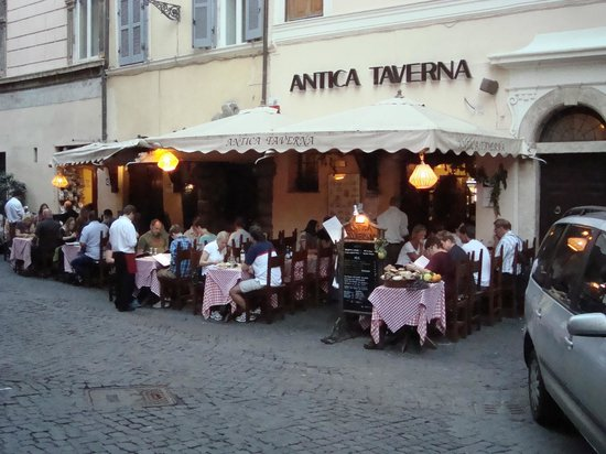 Ristorante Antica Taverna: Right on the street . . . and a decent meal
