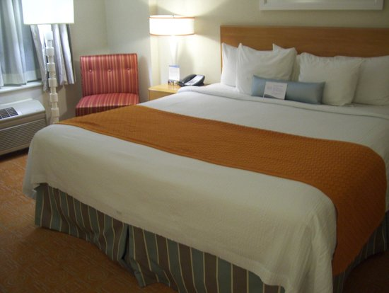 Fairfield Inn & Suites Chicago Downtown/Magnificent Mile: bed