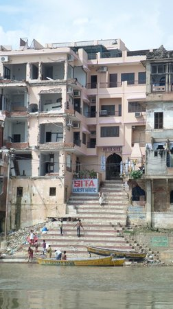 Hotel Sita Guest House: view from the Ganges