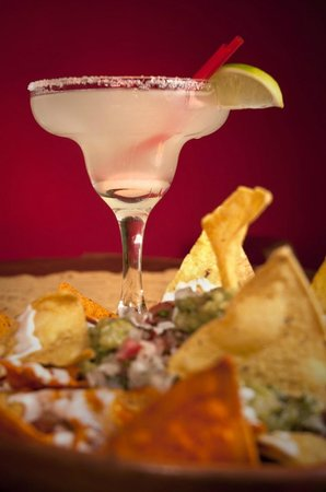 Kalakitas Food n' Drinks : Margarita and Nachos totally recommended