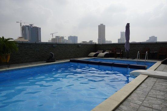 Royal Grand Suite Hotel: басс на крыше