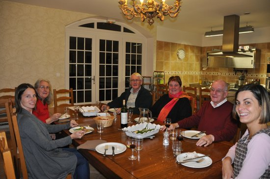 Ecole des Trois Ponts : Around the table with fellow students