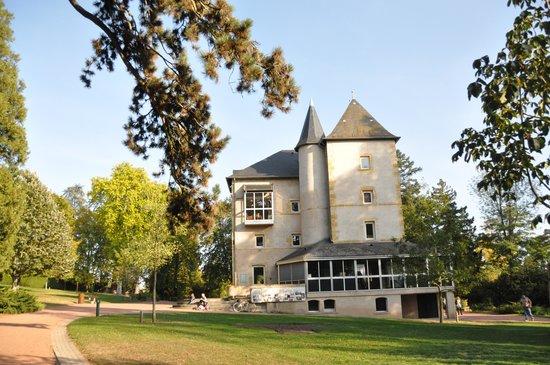 Ecole des Trois Ponts : The local park around the corner