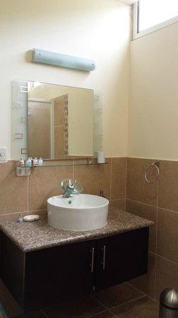 ME Hotel in Montanita Estates : bathroom