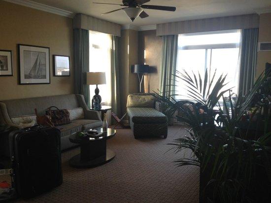 The Georgian Hotel : corner suite