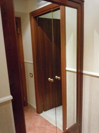 Hotel des Artistes: pequeno armário