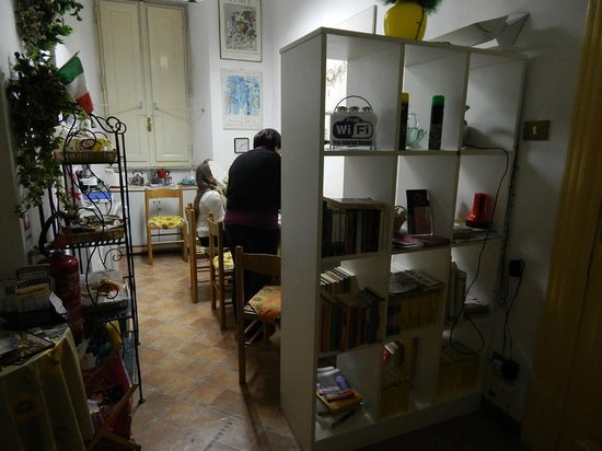 Bed & Breakfast Leone IV: Sala colazione,ingresso,cucina