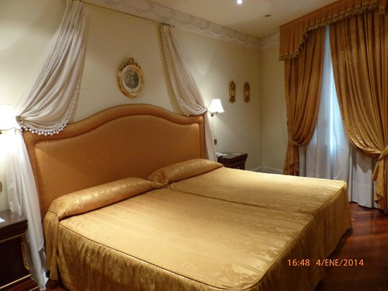 Hotel Alameda Palace: Cama queen size