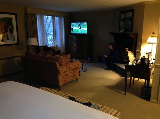 Lambertville Station Inn: The sitting area in our suite