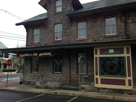 Lambertville Station Inn: The hotel restaurant, a quick walk from the hotel