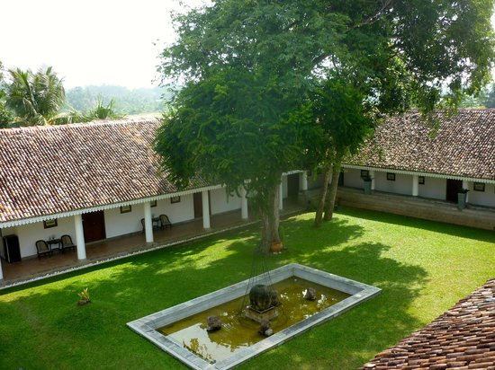 Tamarind Hill : central courtyard