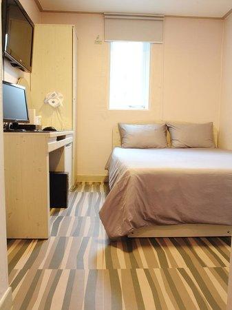 Suitcasers: Bedroom