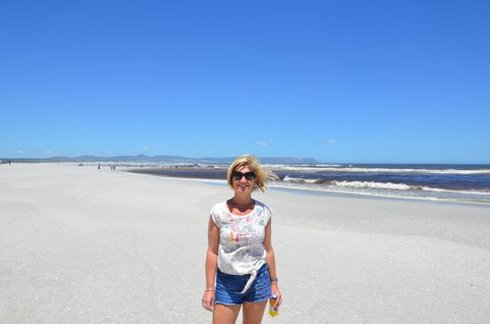 Grotto Beach: Uncrowded sands