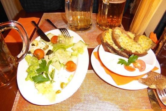 Garlic Pub : Жареный сыр с чесноком, тосты с сыром