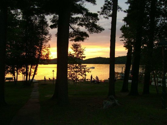 Stiefvater's Lakeside Cottages: Campfire at sunset