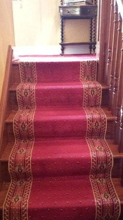 The Shores Country House : Stairs leading up to the rooms