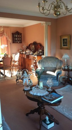 The Shores Country House: Front sitting room of The Shores B&B