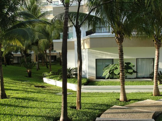 Hotel Riu Caribe : lower level rooms with easy pool/beach access