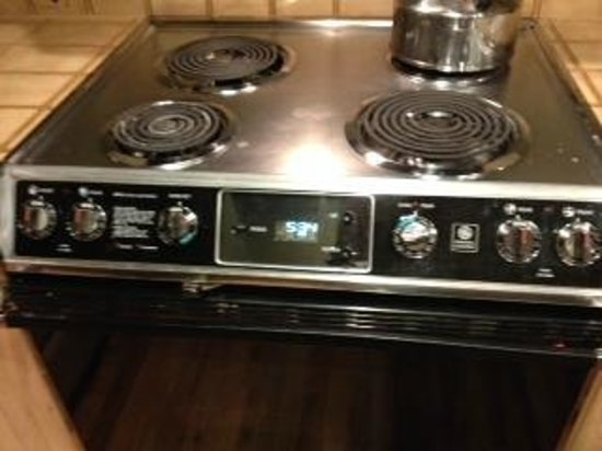 Arrowhead Village Condominiums: Stove