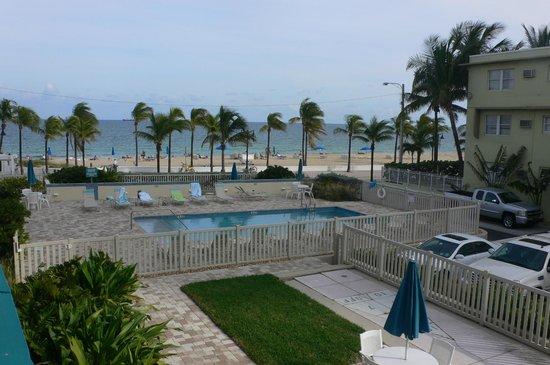 The Merriweather Resort: Piscine et plage