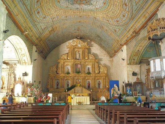 Patrocinio de Maria Church: Church altar