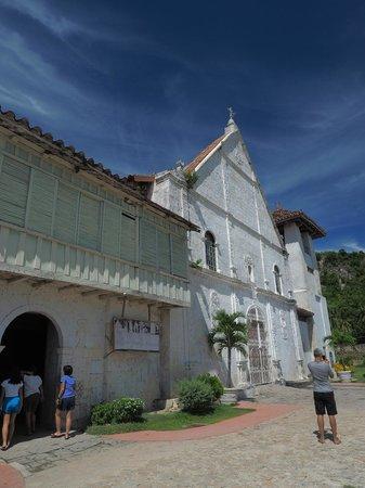 Patrocinio de Maria Church: Facade of church and attached museum