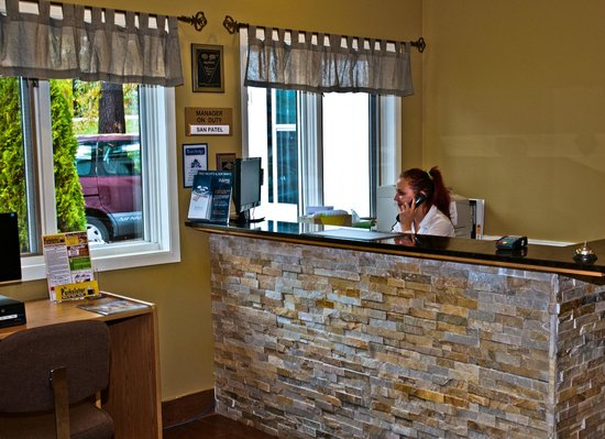 Travelodge Bracebridge: Reception Desk