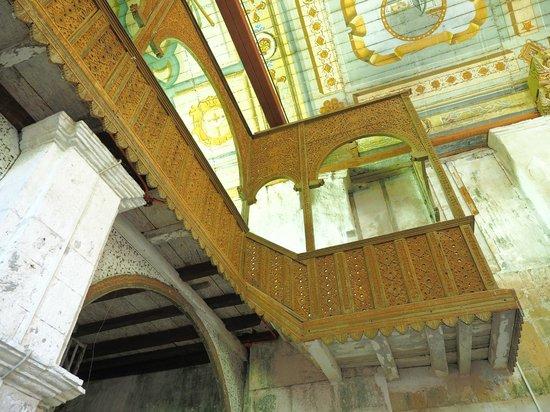 Patrocinio de Maria Church: Looking up at ornate woodwork of choir loft