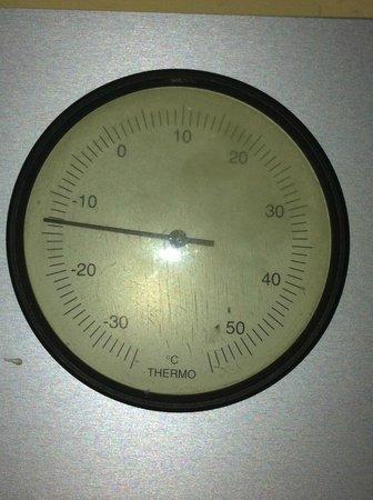 Dolomites Inn: Termometro dell'hotel la sera di Capodanno