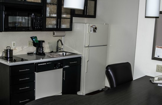Candlewood Suites - Pittsburgh Airport: Kitchen