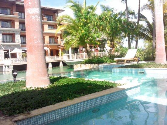 JW Marriott Panama Golf & Beach Resort: Mientras disfrutaba una piña colada y olvidaba mi problema con la tina