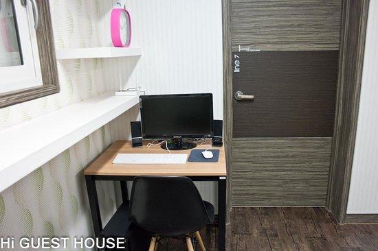 Hi Guesthouse: Desk