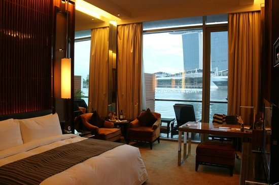 The Fullerton Bay Hotel Singapore : The room